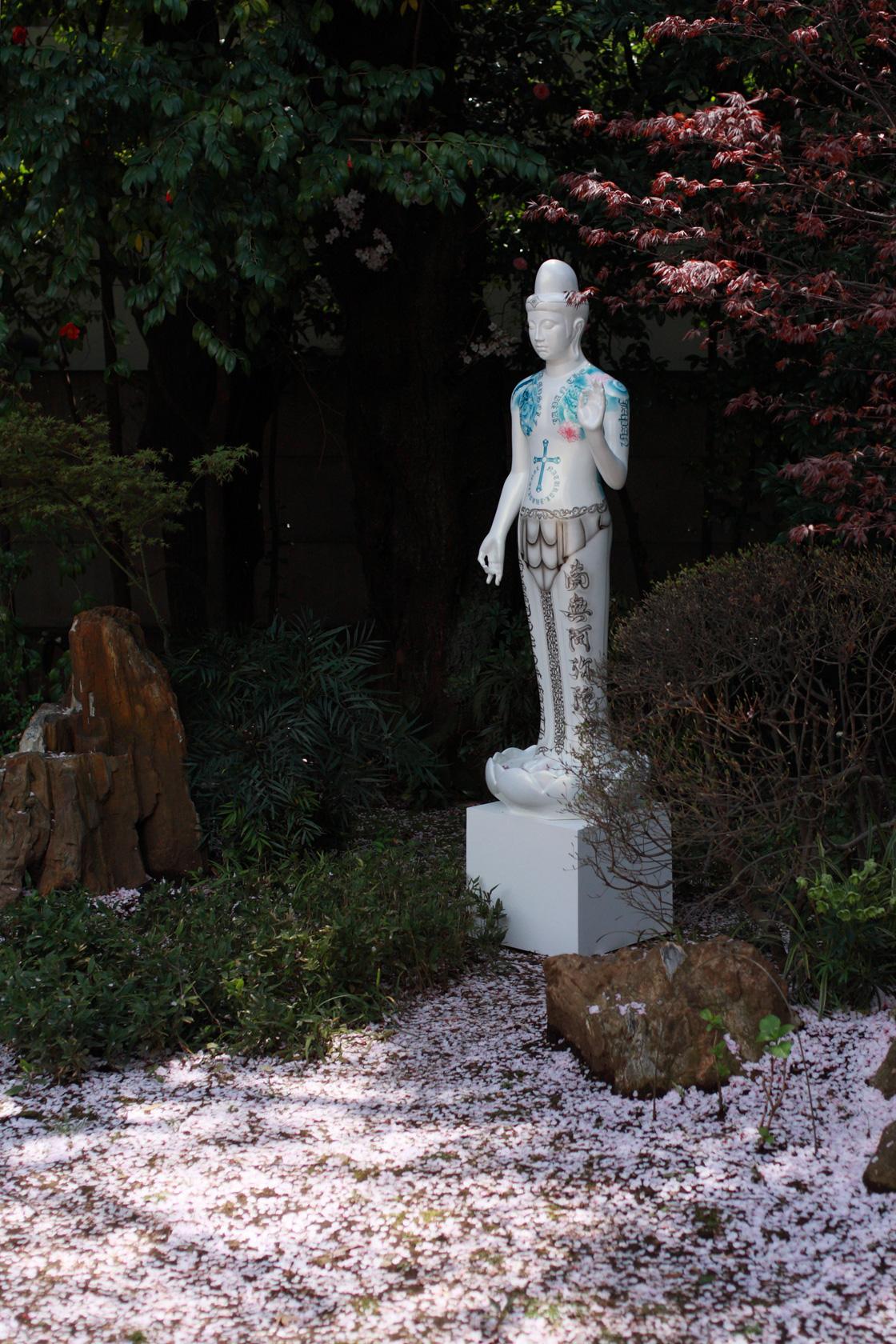 吉田朗の作品、日本庭園で展示