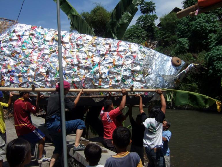 「ジョグジャカルタのアロワナ」/ ''Yogyakarta's arowana'', 2008, performance view