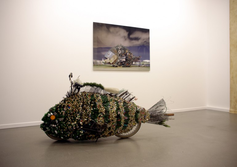 「ハンブルグのチヌ」/ ''Chinu, Hamburg'', 2009, garbage based sculpture