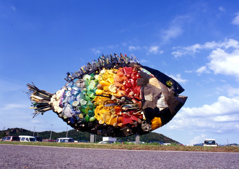「宇野のチヌ」/ ''Chinu, Uno'', 2010, garbage based sculpture