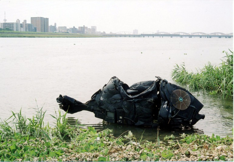 「チヌ」/ ''Chinu'', 2005, garbage based sculpture