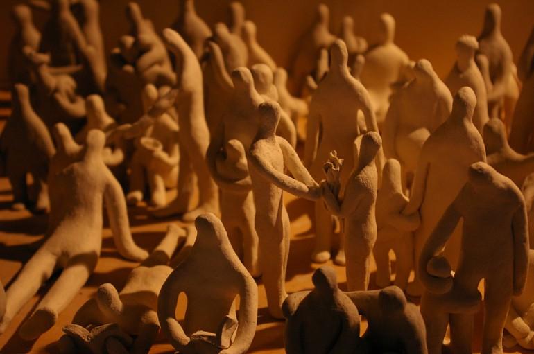 「すばらしい日々」/ ''delightful days'', 2008, ceramic based sculpture