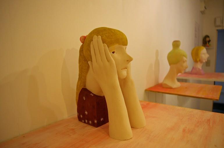 「そう、もっと長い目でみて」/ ''please take a long-term view'', 2009, ceramic based sculpture