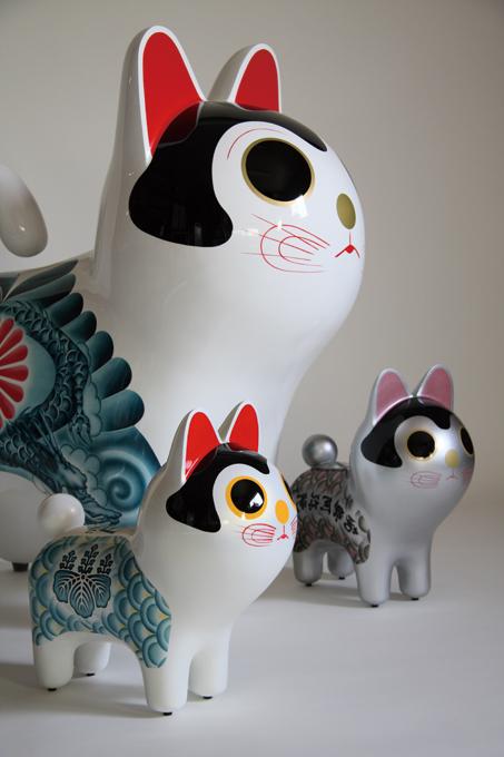 「犬張り子 [ バーガー&髑髏 ] [ 菊花髑髏 ] [ 折紙兜 ]」/ ''Inu Hariko [ Hamburger & Dokuro ] [ Kikka Dokuro ] [ Origami Kabuto ]'', 2008, FRP based sculpture