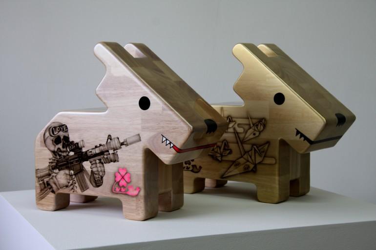 「情操教育シリーズ 角犬 [ F-15 Eagle ] [ 折り鶴 ]」/ ''Education in good taste series Square dog [ F-15 Eagle ] [ Orizuru ]'', 2009, Wood based sculpture
