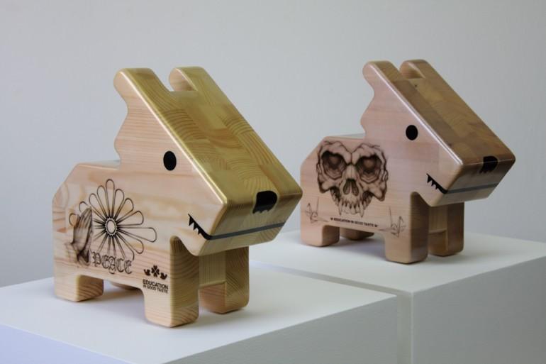 「情操教育シリーズ 角犬 [ 祈り ] [ 爆弾 ]」/ ''Education in good taste series Square dog [ Prayer ] [ Bombs ]'', 2010, Wood based sculpture