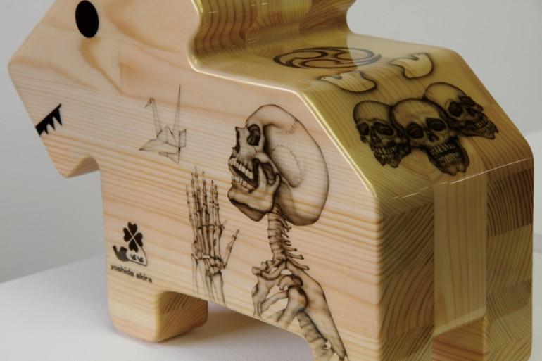 「情操教育シリーズ 角犬 [ 祈り ] 」/ ''Education in good taste series Square dog [ Prayer ]'', 2010, Wood based sculpture