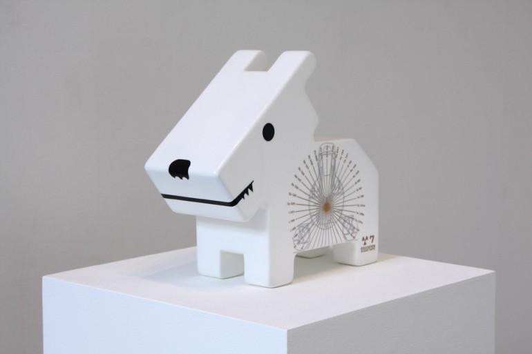 「情操教育シリーズ 角犬 [ LEVEL SEVEN ]」/ ''Education in good taste series Square dog [ LEVEL SEVEN ]'', 2011, Wood based sculpture