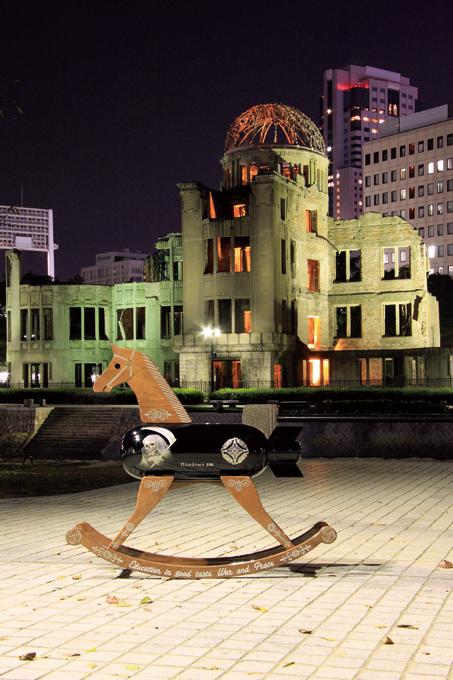 「情操教育シリーズ 木馬 [ 戦争と平和 ]」/ ''Education in good taste series Rocking horse [ War and Peace ]'', 2009, FRP based sculpture