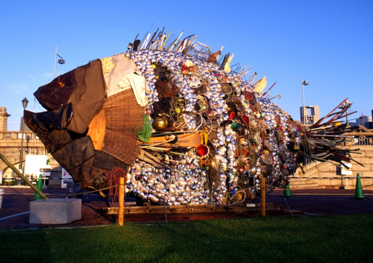 「銀チヌ」/ ''Gin Chinu'', 2009, garbage based sculpture