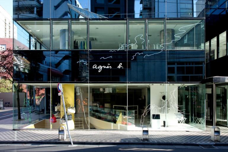 """""""Twinkle"""", 2012, yarn on facade of Agnès b. Aoyama"""