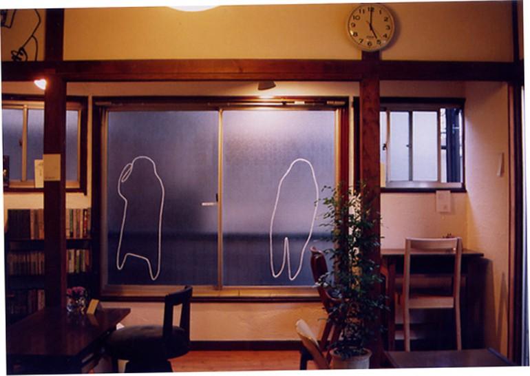 """「 ふたりはシルエット 」/ """" two of silhouette """" , 2005 , yarn on window"""