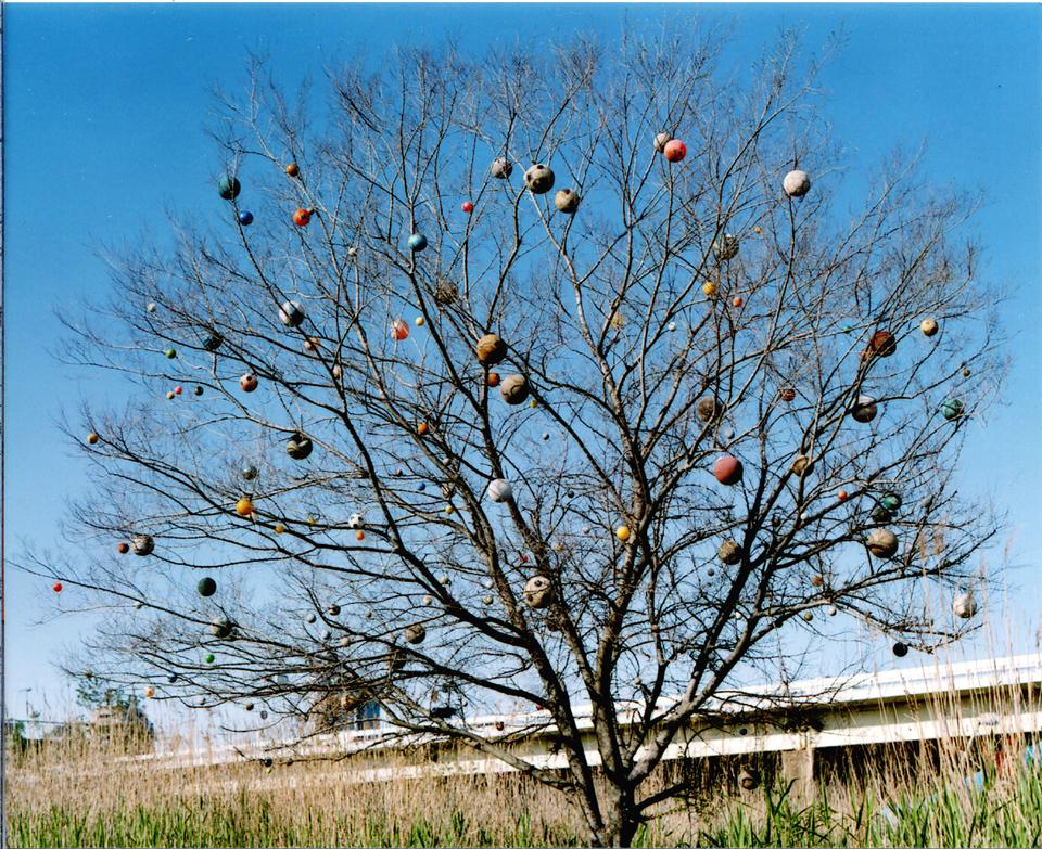 「オン・ザ・宇宙」/ ''On the universe'', 2004-2005, garbage based sculpture