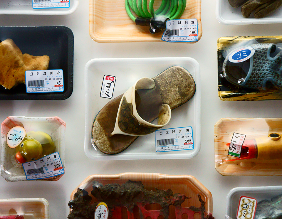 """「ゴミ淀川産」/ """"GARBAGE FROM YODOGAWA"""", 2005, garbage based sculpture"""