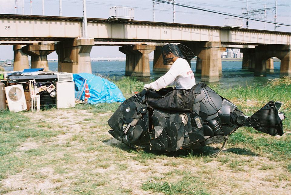「チヌ」/ ''Chinu'', 2005, garbage based sculpture