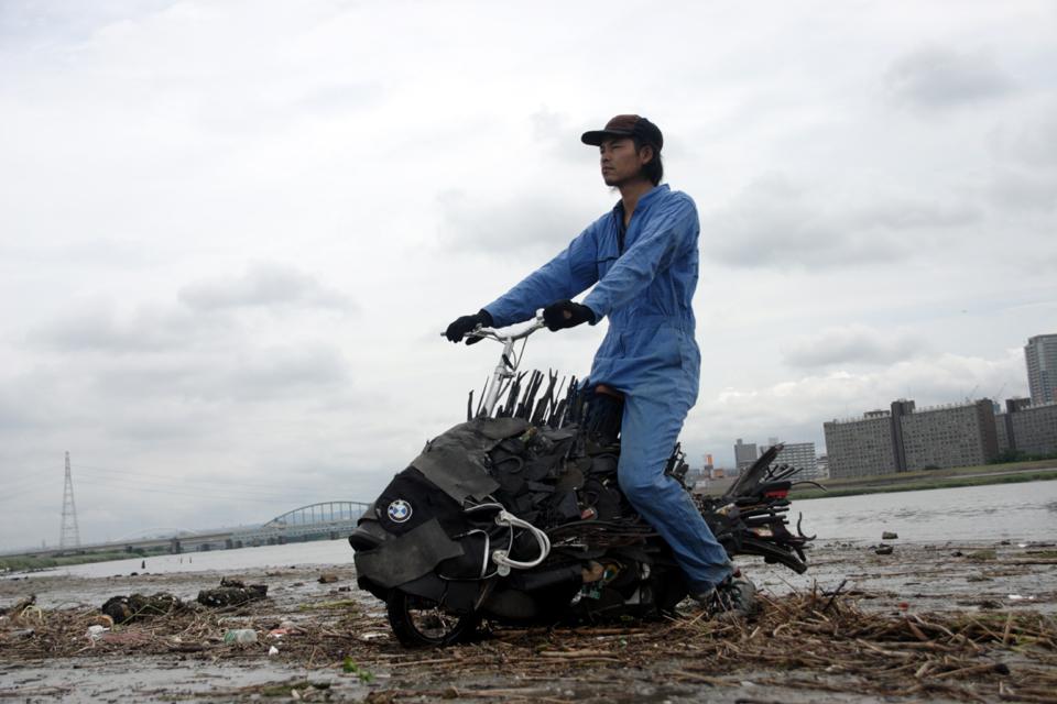 「淀川のチヌ」/ ''Chinu, Yodogawa'', 2009, garbage based sculpture