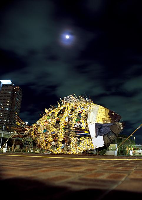 """「金チヌ」/ """"Kin Chinu"""", 2009, garbage based sculpture"""
