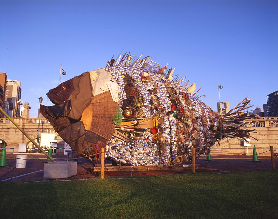 """「銀チヌ」/ """"Gin Chinu"""", 2009, garbage based sculpture"""