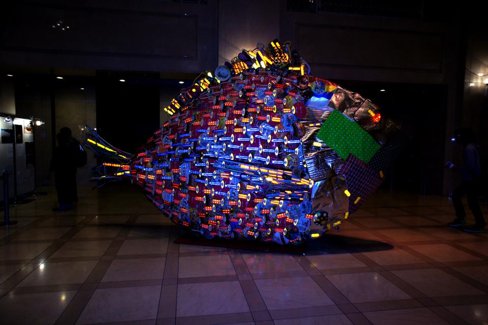 「メンチヌ」/ ''Menchinu'', 2010, garbage based sculpture (the flash of a camera made the work look shiny)