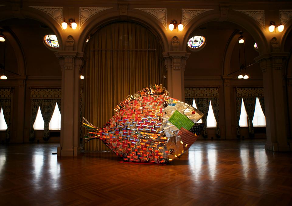「メンチヌ」/ ''Menchinu'', 2010, garbage based sculpture