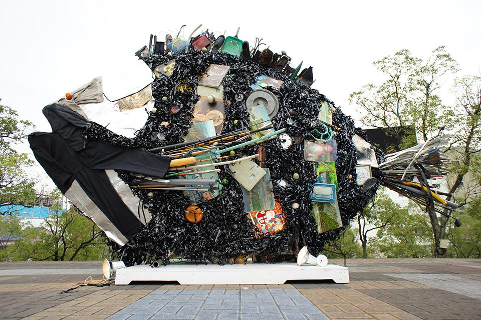 """「オンチヌ」/ """"Onchinu"""", 2010, garbage of Yodogawa"""