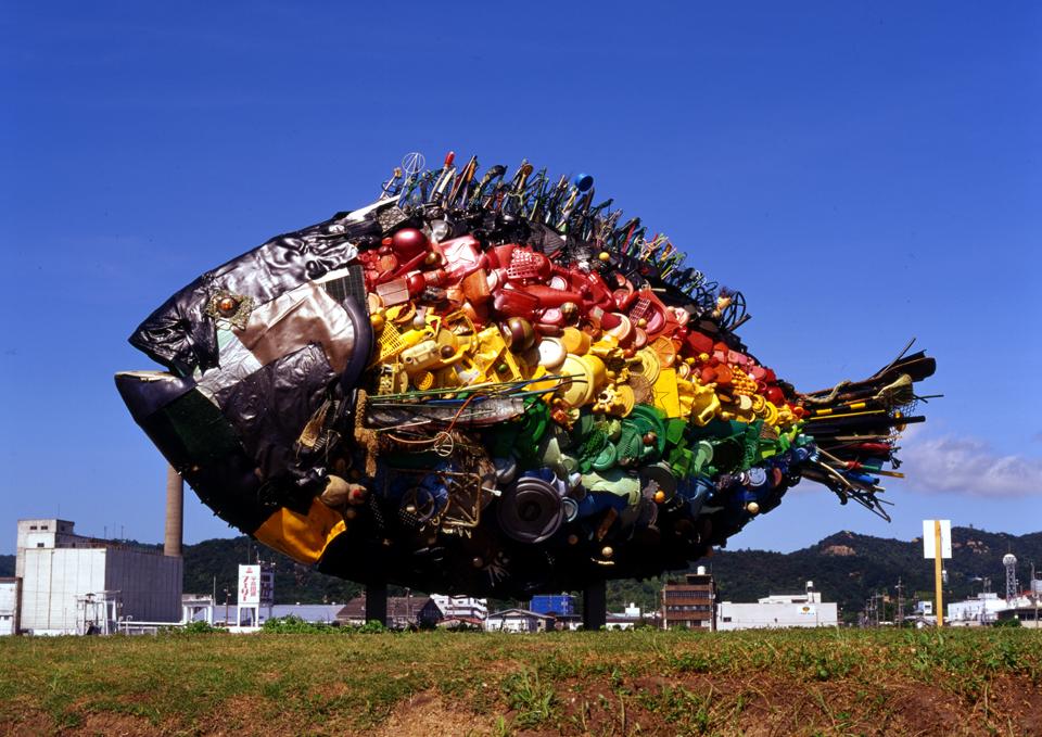 「宇野のチヌ」/ ''Chinu, Uno'', 2010, garbage based sculpture
