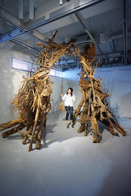 「若林100年ブランコ」/ ''Wakabayashi 100 years swing'', garbage based sculpture