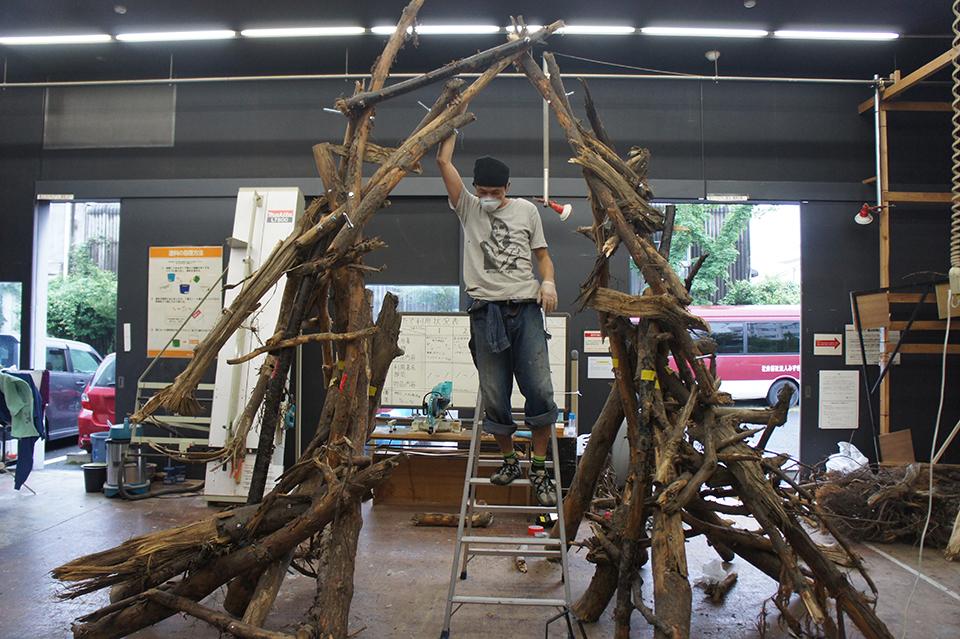 「若林100年ブランコ」 制作風景/ ''Wakabayashi 100 years swing'', 2011, working process