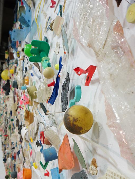 「有漏路無漏路」 部分/ ''Uroji muroji'' detail, 2012, garbage based sculpture
