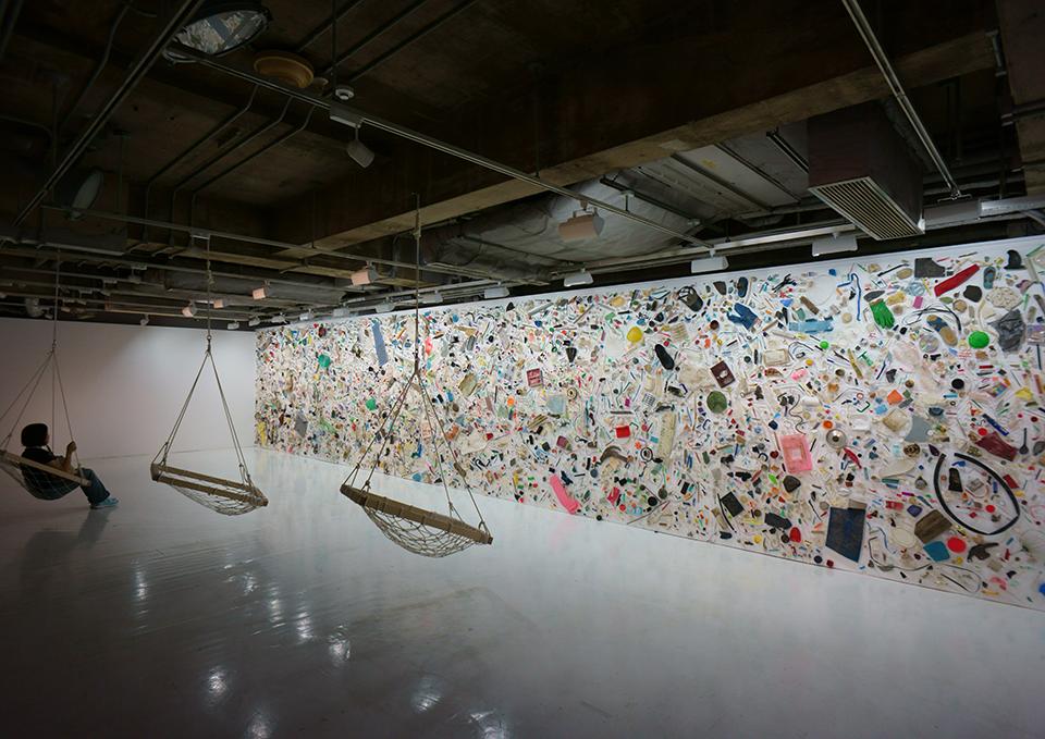 「有漏路無漏路」/ ''Uroji muroji'', 2012, garbage based sculpture