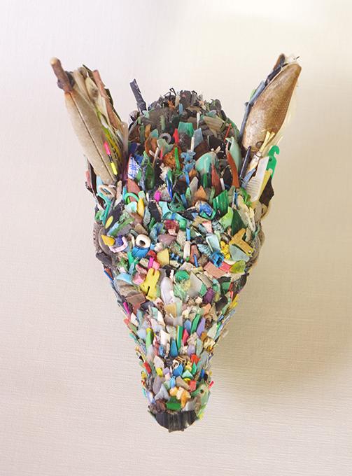 「鳥取の雌鹿」/ ''Deer of Tottori'', garbage based sculpture