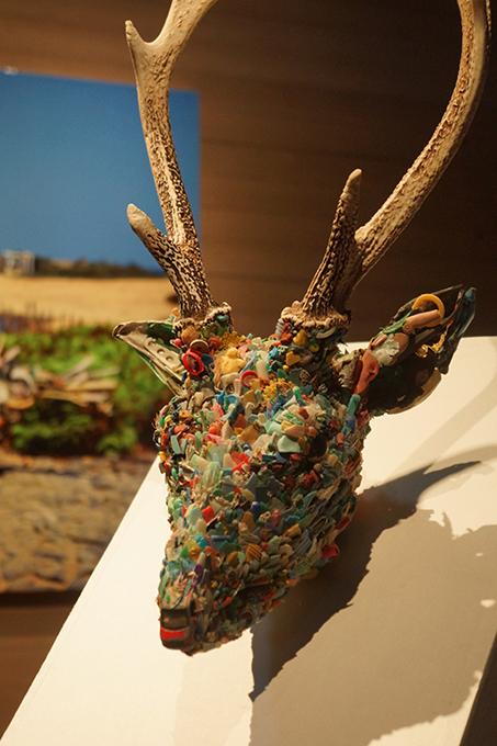 「宇治島の雄鹿」/ ''Deer of Uji island'',2013, garbage based sculpture