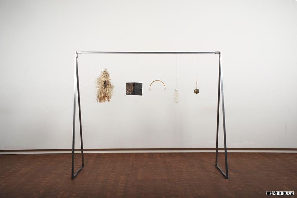 「just hanging No.3」/ ''just hanging No.3'', 2014, garbage based sculpture