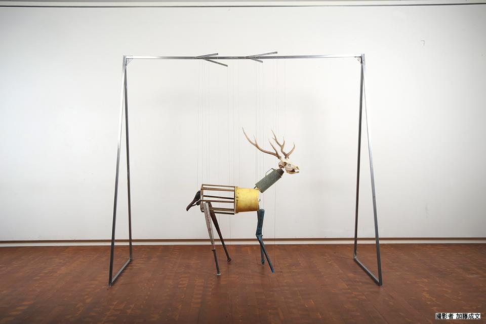「just hanging No.6」/ ''just hanging No.6'', 2014, garbage based sculpture